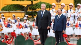 Thủ tướng Việt Nam Nguyễn Xuân Phúc chào đón Thủ tướng Úc Scott Morrison tại Hà Nội hôm 23/8/2019