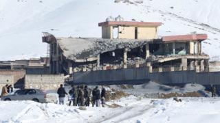 saldırının yaşandığı ve kısmen yıkılmış askeri bina