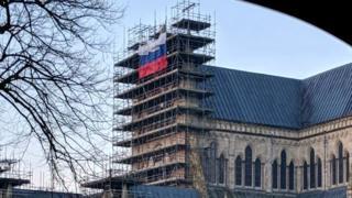 Російський прапор на будівлі собору