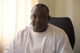 Rais Barrow amekuwa akiwafuta kazi maafisa wakuu waliokuwa wa Rais Jammeh