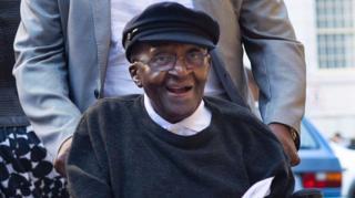 Desmond Tutu akisherehekea siku yake ya kuzaliwa ya 85