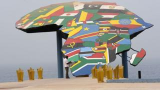 Place du souvenir à Dakar (Sénégal)