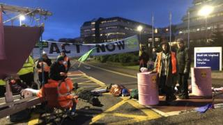 Climate protesters block Shell's Aberdeen headquarters thumbnail