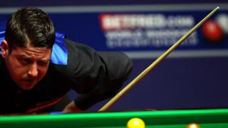 Matthew Stevens with his cue at the 2005 World Championships