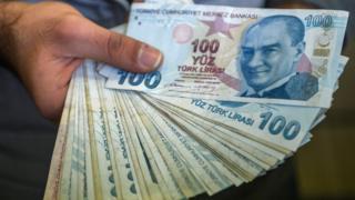 در دو روز گذشته هر دلار آمریکا به طور بی سابقه ای با سه و نیم لیر ترکیه معاوضه شده است