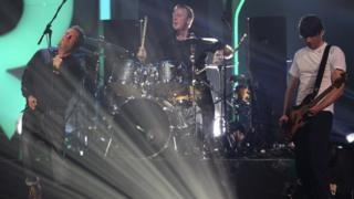Dave Rowntree drumming in Blur