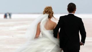 Tasarı, evlendirme yetkisi bulunan görevlilere il ve ilçe müftülerinin eklenmesini öngörüyor.