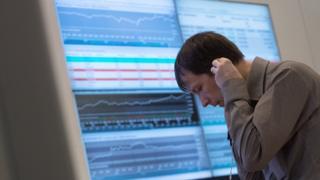 Рубль и фондовый рынок продолжили падение на открытии торгов в четверг