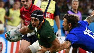 Cheslin Kolbe scores a try for