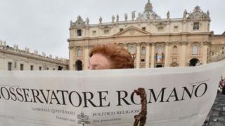 """스카라피아는 교황에게 쓴 공개서한을 통해 여성 에디터 전원이 """"불신과 끊임없이 권위를 실추하려는 분위기에 휩싸였다고 느껴 사퇴를 결심했다""""고 밝혔다"""