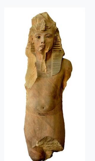Огромная кварцитовая скульптура Тутанхамона