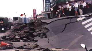 台灣1999年的921大地震,造成2415人罹難。