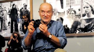 Peter Lindbergh holding a camera