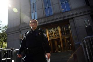 Полицейская у здания суда в Нью-Йорке
