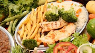 Prato de comida e vegetais