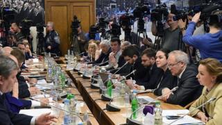 Des membres du parlement russe sur la suspension (Illustration)