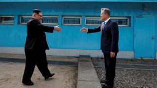 Trong cuộc gặp riêng 40 phút, cả hai nhà lãnh đạo Nam-Bắc Hàn 'nhắc đến Việt Nam rất nhiều lần'