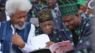 Aworan ojogbọn Soyinka,Minista Lai Mohammed ati Gomina Ibikunle Amosun