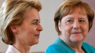 Ursula von der Leyen ve Almanya Başbakanı Angela Merkel