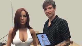 """นายแมตต์ แม็คคัลเลน ผู้บริหารบริษัทผลิตตุ๊กตาเซ็กส์ดอลล์ """"ฮาร์โมนี"""""""
