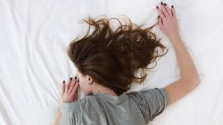Жінка у ліжку