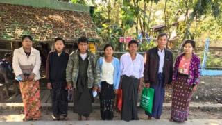 ရေကောင်းချောင်း ကျေးရွာအုပ်ချုပ်ရေးမှူးနဲ့ တိုင်းရင်းဆေးဆရာတို့ကို ရုံးချိန်းစစ်ဆေးမှုအတွင်း မိသားစုနဲ့ အတူတွေ့ရပုံ