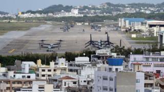 日本国内の米軍基地の大部分が沖縄県内にある(写真は普天間飛行場)