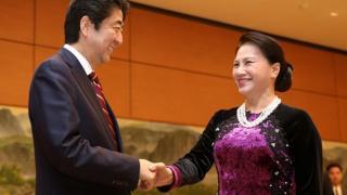 Thủ tướng Nhật Shinzo Abe và Chủ tịch Quốc hội Việt Nam Nguyễn Thị Kim Ngân là những chính khách được giới trẻ biết tới