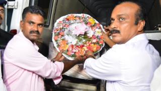 காஷ்மீர் கல்வீச்சு - கொல்லப்பட்ட தமிழக இளைஞரின் உடல் சென்னை வருகிறது