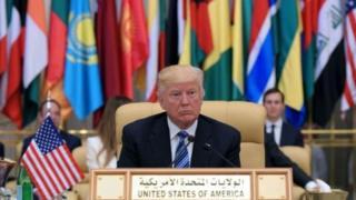 Presiden Trump di KTT Islam Arab Amerika di Riyadh pada tahun 2017.