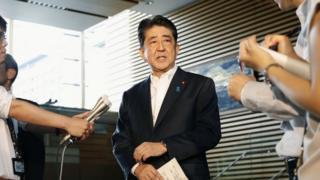 安倍晋三首相は強い調子で、北朝鮮のミサイル発射を非難した(29日、首相官邸)