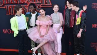 Глумцачка постава серије Стрејнџр Тингс 3 на премијери серије