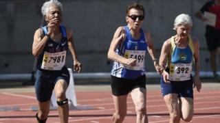 老年人参加马拉松比赛
