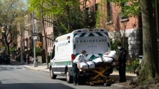 Medical workers transport a man a nursing home in New York City's Brooklyn to a nearby hospital. Photo: April 2020