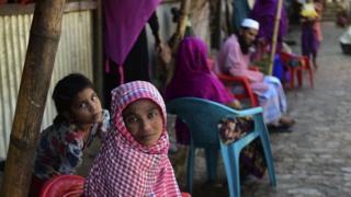 হাজার হাজার রোহিঙ্গা শরণার্থী পালিয়ে এসেছে বাংলাদেশে