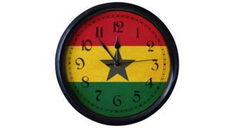 Saa iliyo na rangi ya bendera ya Ghana