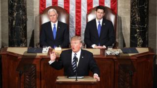ประธานาธิบดีโดนัลด์ ทรัมป์ ของสหรัฐฯ ขึ้นกล่าวสุนทรพจน์ในสภาคองเกรสเป็นครั้งแรก
