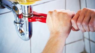Plumbing a sink