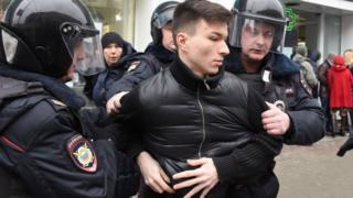 اعتقال متظاهرين في موسكو