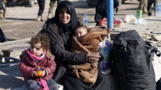 ام سورية وطفليها