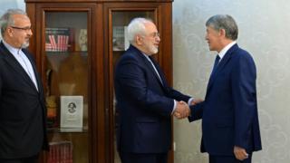 Президент Алмазбек Атамбаев Ирандын Тышкы иштер министри Мохаммад Жавад Зарифти кабыл алды