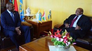 Prezida Pierre Nkurunziza ari kumwe n'umuhuza w'abarundi prezida Benjamin Mkapa