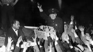 """El primer cargamento de cerveza """"legal"""" llega a la Casa Blanca, después del fin de la prohibición en abril de 1933"""