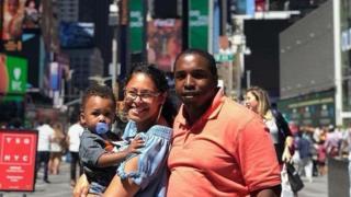 ديفون براون وزوجته أوكتافيا وطفلهما، نحميا، نشأوا في ظروف لا تتمتع بمقاومات نجاح كبيرة