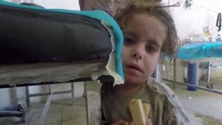 Niña huérfana en Mosul