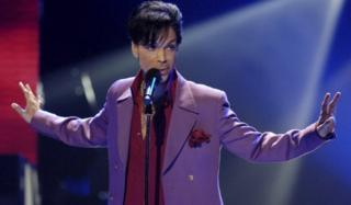 Prince performs in a surprise appearance on American Idol (24 May 2006)
