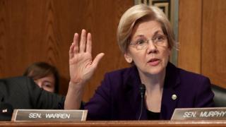 Elizabeth Warren hablando en el Senado.