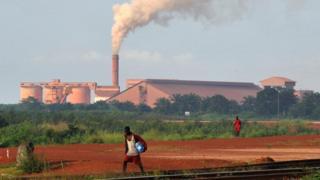 L'accord controversé a permis d'acquérir les droits miniers pour l'exploitation de minerai de fer en Guinée pour la somme de 160 millions de dollars.