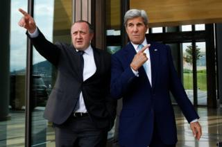US Secretary of State John Kerry (right) and Georgian President Giorgi Margvelashvili