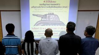เครือข่ายนักวิชาการเพื่อสิทธิพลเมือง (คนส.) ในการแถลงข่าวที่ มธ.วันนี้ (22 พ.ค.2560)
